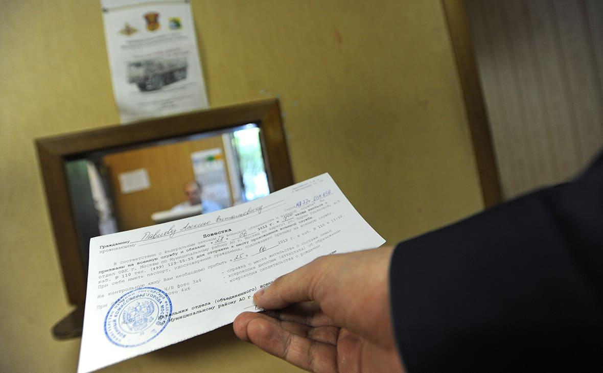 Как вручают повестку призывнику в военкомат - порядок по закону